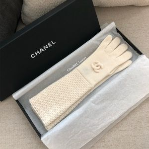 Auth New Chanel Cashmere White Mittens